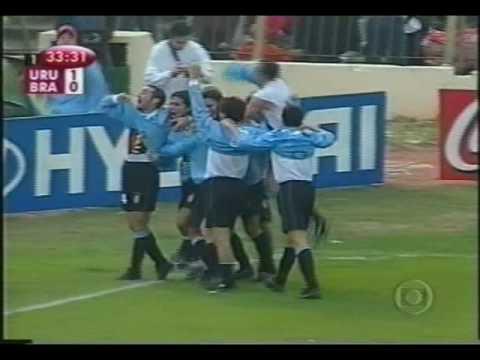 Giacomazzi con Uruguay en las Eliminatorias 2002
