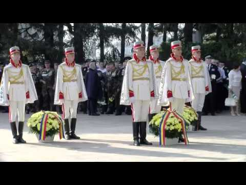 Президент Республики Молдова Игорь Додон принял участие в возложении цветов к памятнику «Скорбящей матери» и к памятнику Штефану чел Маре