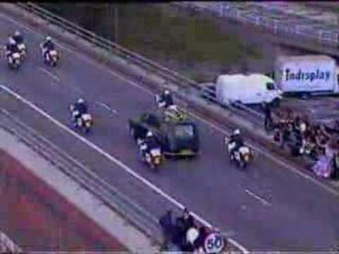 Princess Diana's Funeral Part 26: The Hearse reaches the M1: the flower stop