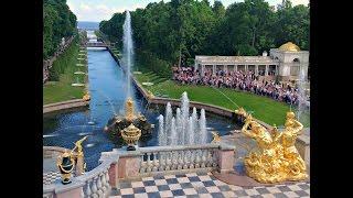 Petrodvorec ékessége a Nagy Palota, és a palotát övező parkokban számos, páratlan szépségű szökőkút.