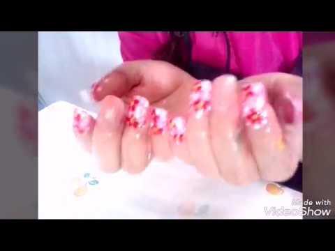 uñas decoradas de mano alzada