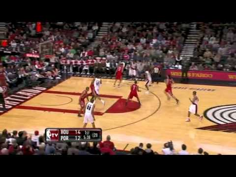 Marcus Camby to Aldridge for a dunk