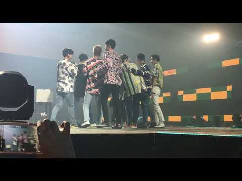 EXO - [FANCAM] lucky fans in music bank jakarta