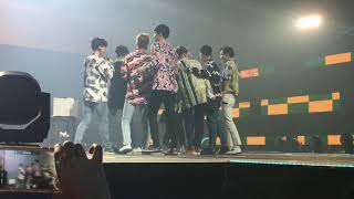 Video EXO - [FANCAM] lucky fans in music bank jakarta MP3, 3GP, MP4, WEBM, AVI, FLV Desember 2017