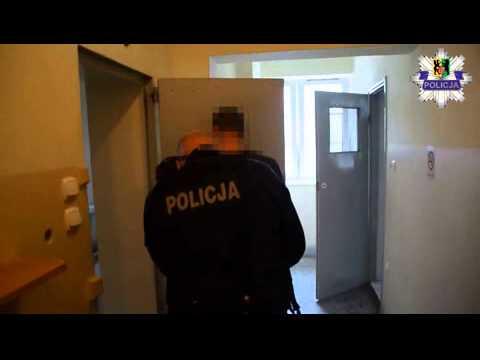 Kościerzyna. 27-latek okradł sklep i groził ochroniarzowi atrapą broni palnej