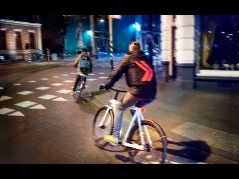 Esta chaqueta inteligente hace señales al manejar la bicicleta