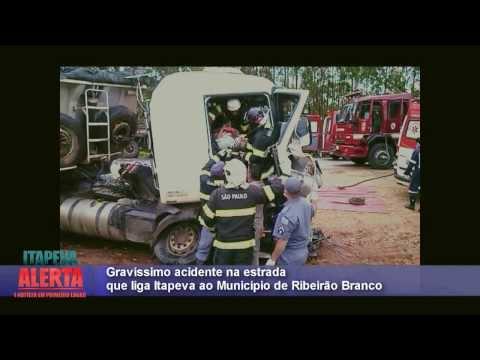 Acidente envolvendo dois caminhões na rodovia que liga Itapeva a Ribeirão Branco