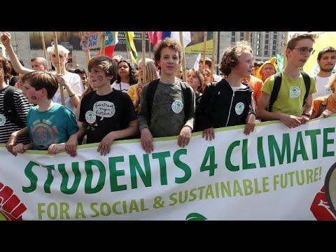 «Παρασκευή για το μέλλον»: Οι νέοι διαδηλώνουν για το κλίμα…