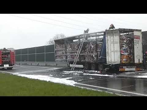 Wideo: Pożar naczepy z makulaturą na S3 pod Lubinem