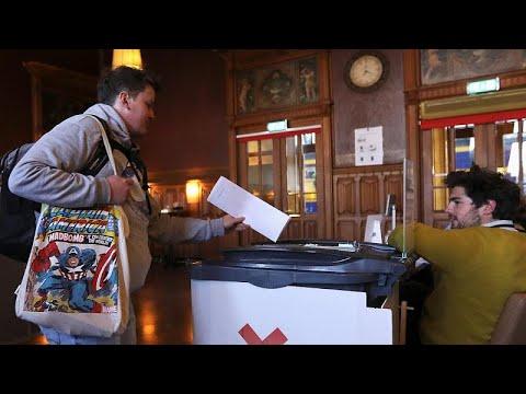 EU: Europawahlenbeginn in den Niederlanden und Großbr ...