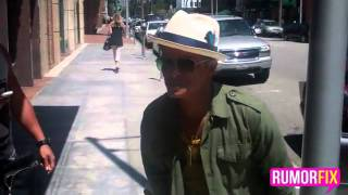 Bruno Mars talking to the paparazzi after he leaves the doctors.flv