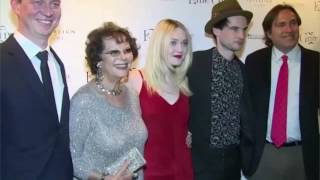 Video Festival de Cannes : gros scandale autour de Claudia Cardinale MP3, 3GP, MP4, WEBM, AVI, FLV Mei 2017