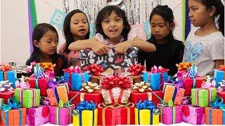 Video Heboh nyaaaaaa... Charma Buka Kado Ulang Tahun ♥ Opening Birthday Gifts Surprise MP3, 3GP, MP4, WEBM, AVI, FLV Februari 2019