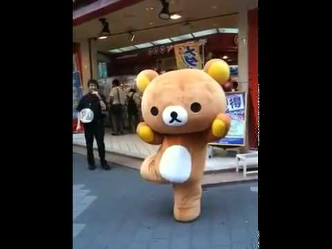 懶懶熊街頭跳熱舞~ 超可愛!!