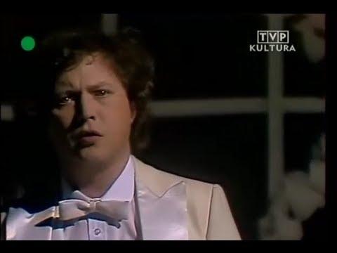 Tekst piosenki Marek Grechuta - Księżyc w rynku po polsku