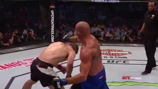 Prawdziwy kozak! Zabójcza kombinacja uderzeń i piękny nokaut na gali UFC w Gdańsku!