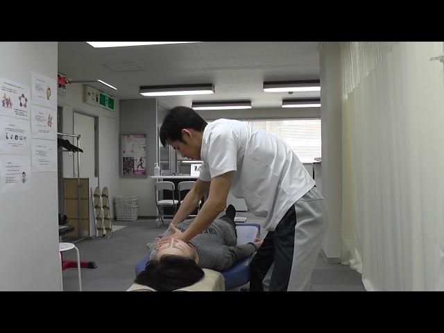 【施術動画】巻き肩を矯正してバストアップ