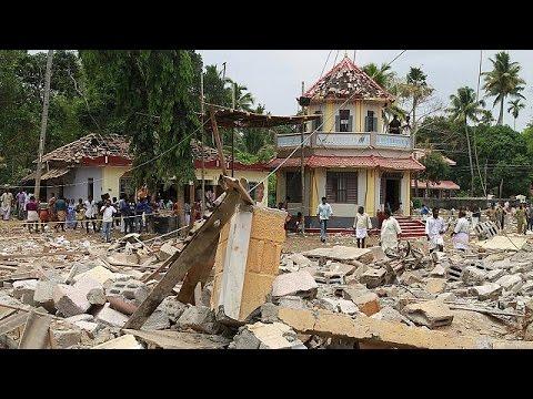 Ινδία: Επείγουσα έρευνα για τη πολύνεκρη έκρηξη στον ινδουιστικό ναό