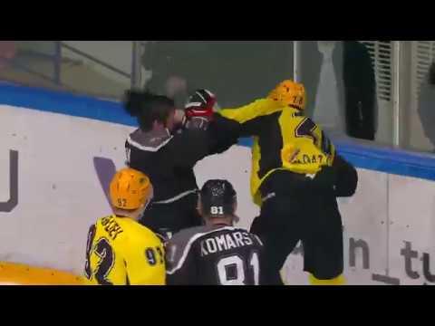 Хоккейная драка! Станислав Тунхузин (ХК «Рубин») - Андрей Ряшенцев (ХК «Сарыарка»)