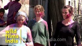 XxX Hot Indian SeX White Women Play Holi Or Get Molested On The Streets Of Jodhpur .3gp mp4 Tamil Video