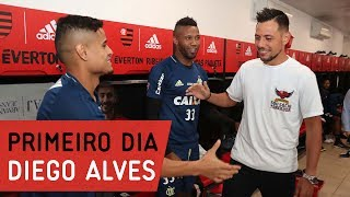 O primeiro dia de Diego Alves, novo goleiro do Mengão, no CT George Helal---------------Seja sócio-torcedor do Flamengo: http://bit.ly/1QtIgYl---------------Inscreva-se no canal oficial do Flamengo. Vídeos todos os dias.--- Subscribe at Flamengo channel, a 40-million-fans nation. Join us!