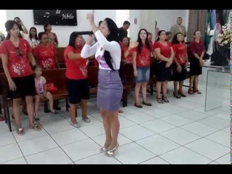 Geisa Morais louvando a Deus no Congresso da Filadélfia Pentecostal em Patos/PB