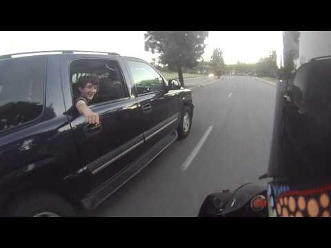 Fist bump på motorcykel