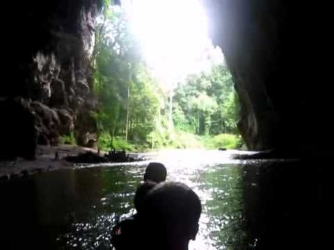 rafting through tham lod cave (видео)