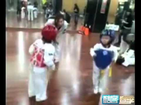 Super Funny !Two Kids Taekwondo Danceing Duel   O(∩_∩)O~
