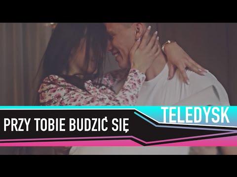 Tekst piosenki Bayera - Przy Tobie budzić się po polsku