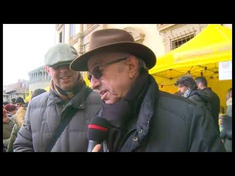 Arezzo città del Natale: folla in Piazza Grande