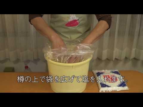 手作り味噌の作り方 5:樽に仕込む