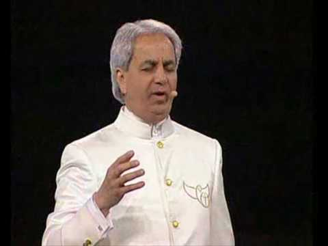 Benny Hinn Begins To Worship (Miami 2008)