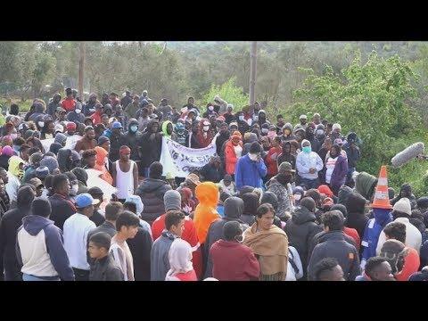Την απομάκρυνσή τους από το ΚΥΤ της Μόριας, λόγω κορονοϊού, ζητούν πρόσφυγες και μετανάστες