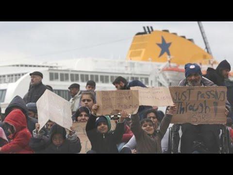 Διαμαρτυρία μεταναστών στο λιμάνι του Πειραιά