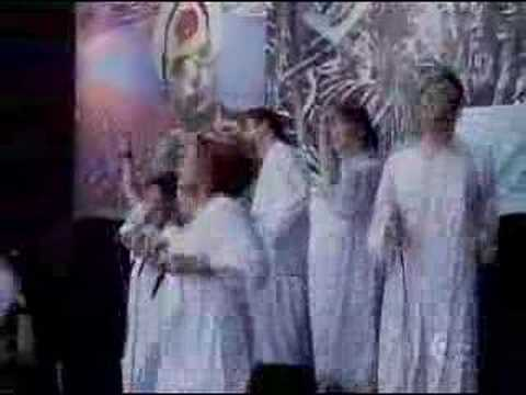 spree - Polyphonic Spree playing light & day on japan.