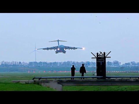 01 Boeing C-17A Globemaster III...