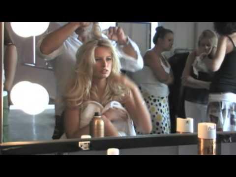 Victoria's Secret Fashion Show 2009 - Karolina Kurkova