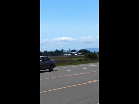 747 lands at tiny mcminnville airport