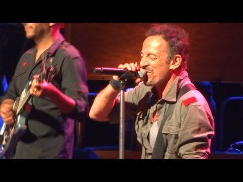 Bruce Springsteen - Santa Claus Is Comin' To Town - Uncasville 18th May 2014