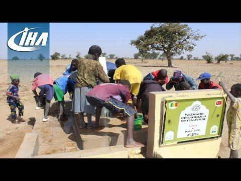 İzmirli Öğrenciler Afrika'da Su Kuyusu Açtırdı