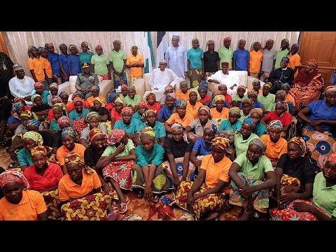 Νιγηρία: Τα κορίτσια του Τσίμποκ συνάντησαν τον πρόεδρο
