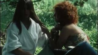 Delphine seyrig quel age yeux couleur des cheveux for Le jardin qui bascule 1975