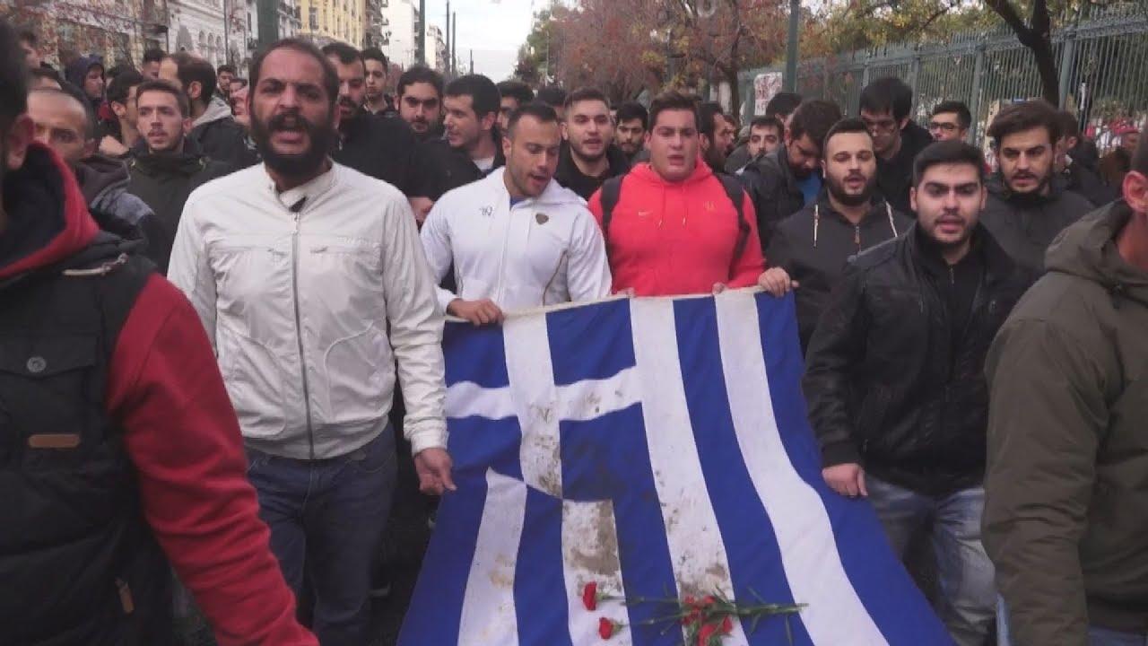Ολοκληρώθηκε η πορεία του «μπλοκ» με την αιματοβαμμένη σημαία του Πολυτεχνείου