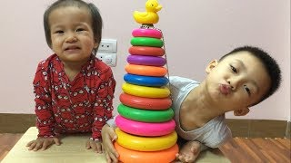 Learn Colors with Stacking Rings | で色を学ぶ 赤ちゃんの幼児 - 子供のための色づ