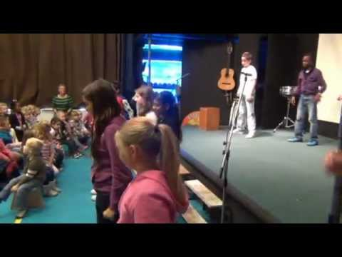 Hallo Wereld (flashmob) - Kinderboekenweek - Basisschool Laetare Lelystad