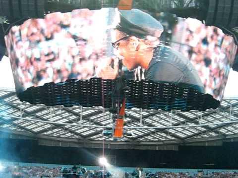 Jay-Z performing Encore @ U2 360° Sydney Concert