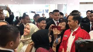Video TKW Ini Menangis Ditraktir Jokowi Makan Bebek di Singapura MP3, 3GP, MP4, WEBM, AVI, FLV April 2019