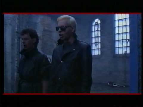 Tekst piosenki Gary Numan - New thing from London town po polsku