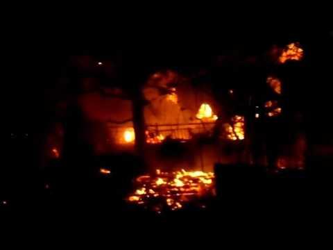 Video - Πύρινη κόλαση στα Άνω Λιόσια - Τυλίχθηκαν στις φλόγες σπίτια και αυτοκίνητα